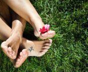 Mit einer besonderen Aktion warnt die Ostseeinsel Poel derzeit vor Sex im Freien. Heuballen weisen auf die Gefahren beim Liebesspiel in hohem Gras hin.
