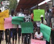 Vor der Niederlassung des Flüchtlingshilfswerks der Vereinten Nationen in der libyschen Hauptstadt Tripolis haben Dutzende Schutzsuchende für bessere Lebensbedingungen demonstriert.